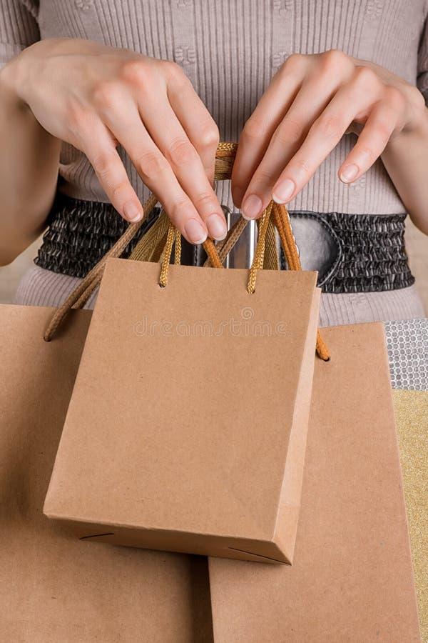 Kobiety mienia rzemiosła torba na zakupy zdjęcie royalty free