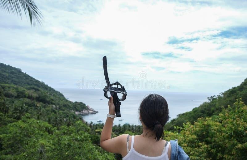 Kobiety mienia snorkel gogle obrazy stock