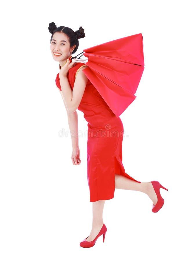 Kobiety mienia torba na zakupy na chińskim nowego roku świętowania isola zdjęcie royalty free