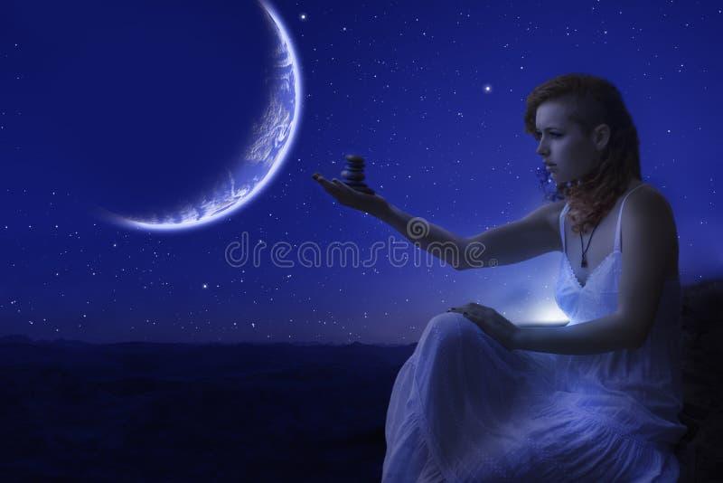 Kobiety mienia zen kamienie w ręce zdjęcie stock