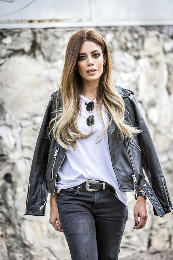 Kobiety moda outdoors obrazy stock