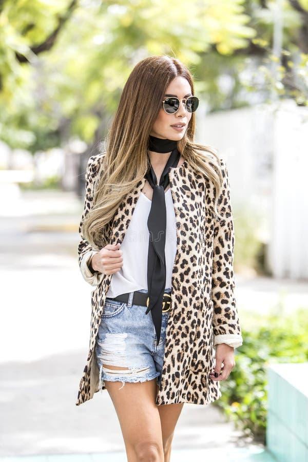 Kobiety moda outdoors zdjęcie stock