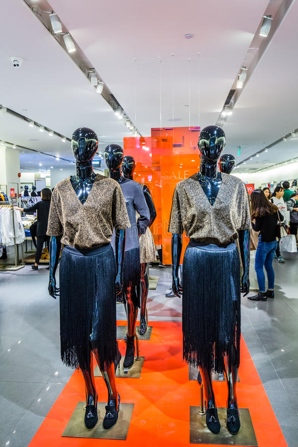 kobiety mody odzieży sklep zdjęcia stock