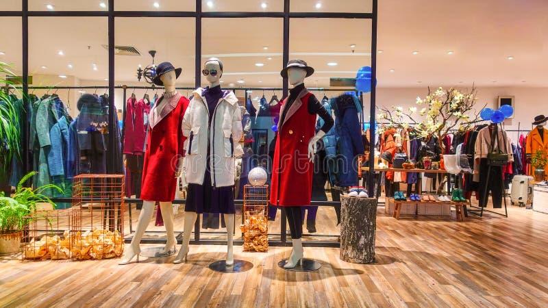Kobiety mody sklepu wnętrze obraz stock