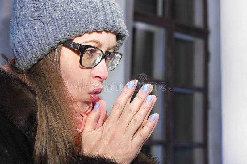 Kobiety nagrzania ręki fotografia royalty free