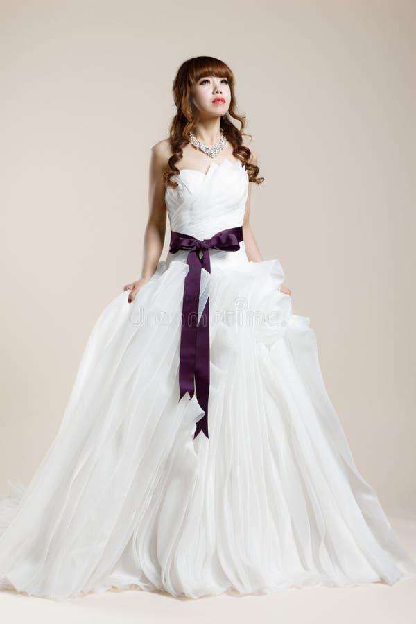 Kobiety noszą ślubna suknia zdjęcia royalty free