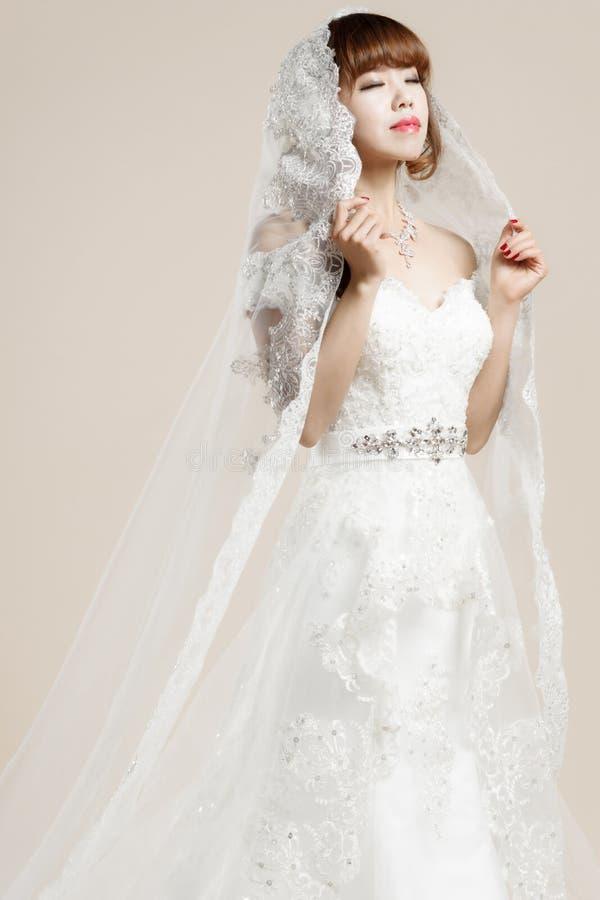 Kobiety noszą ślubna suknia fotografia royalty free