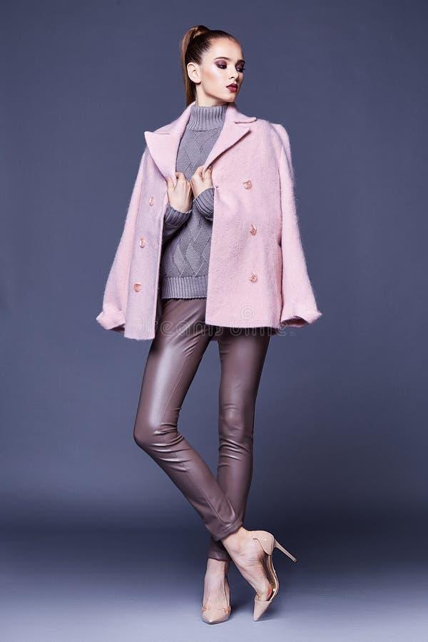 Kobiety odzieży biznesu stylu odzież dla biurowy przypadkowy spotykać out zdjęcia stock
