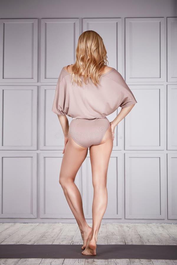 Kobiety odzieży przypadkowa wygoda odziewa dla gym ćwiczenia sprawności fizycznej zdjęcia royalty free