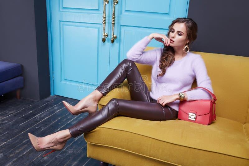Kobiety odziewa makeup katalogu mody inkasowego styl zdjęcie stock