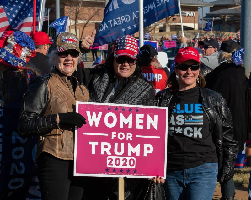 Kobiety okazują poparcie dla prezydenta Donalda Trumpa na wybory w 2020 roku obrazy royalty free