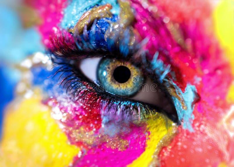 Kobiety oko z kolorowym makeup obraz stock