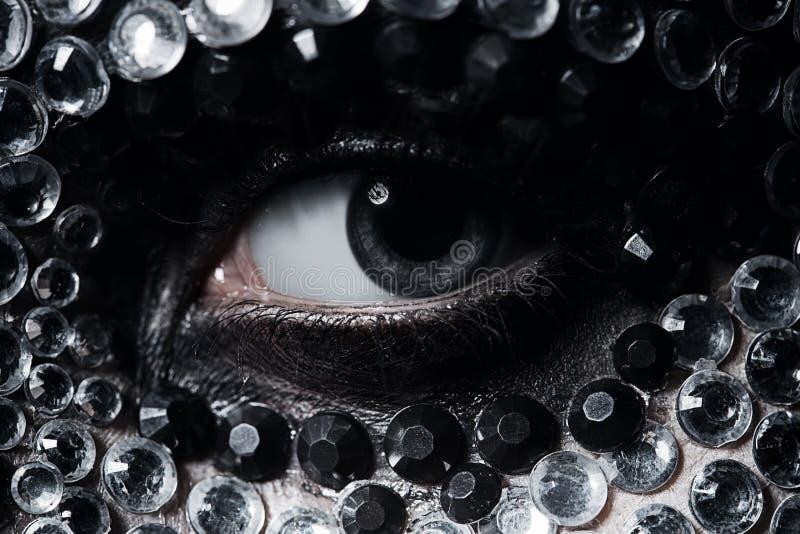 Kobiety oko z srebnymi i czarnymi rhinestones obrazy stock