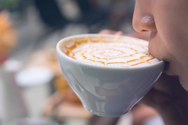 Kobiety pije kawa zdjęcie stock