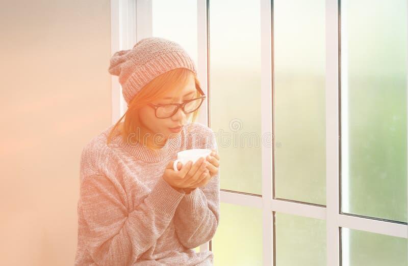 Kobiety pije kawa zdjęcie royalty free