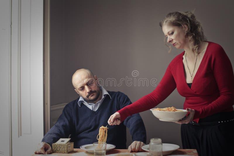 Kobiety porci makaron mąż obrazy royalty free