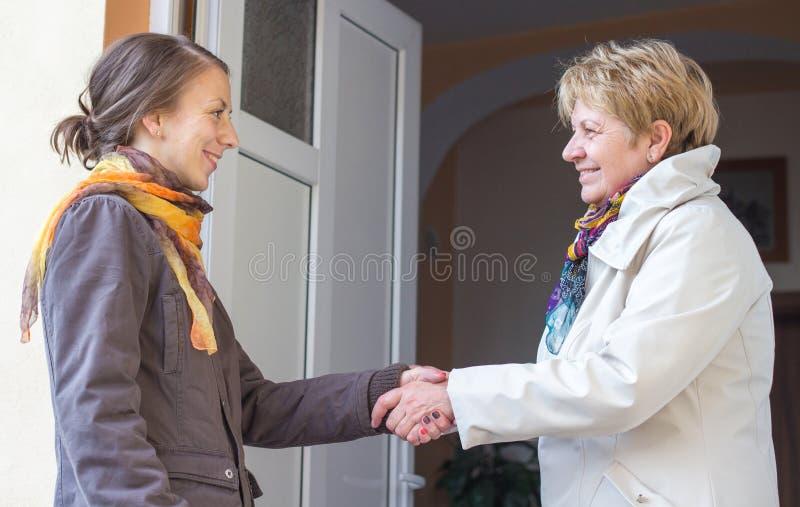 Kobiety powitania dziewczyna zdjęcie royalty free