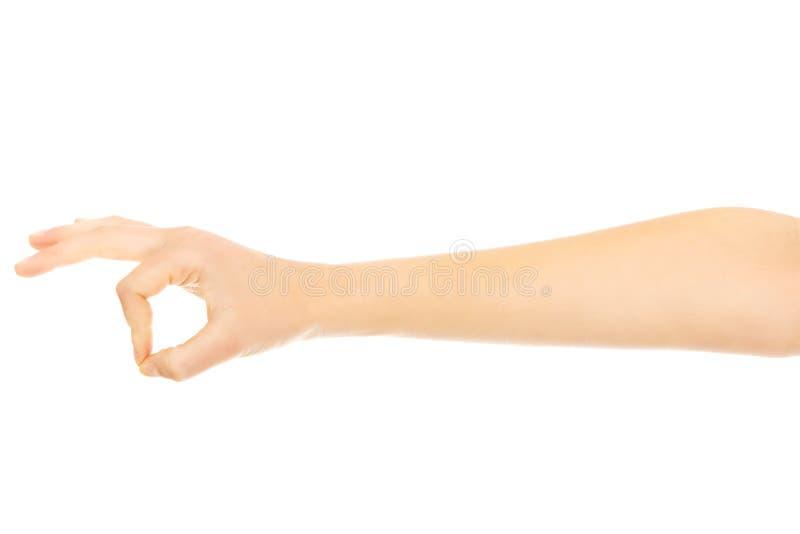 Kobiety ręka gestykuluje OK szyldowego obrazy stock