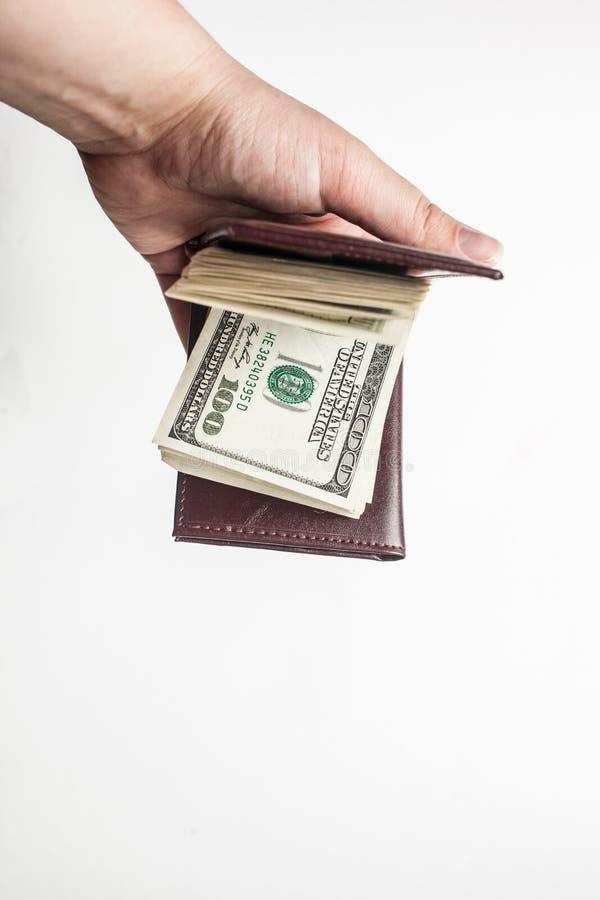 Kobiety ręka trzyma portfel sto dolarowych rachunków odizolowywających nad białym tłem pełno pionowo obraz royalty free