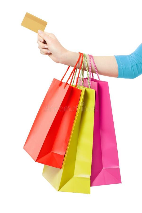 Kobiety ręki mienia torba na zakupy i kredytowa karta zdjęcie royalty free