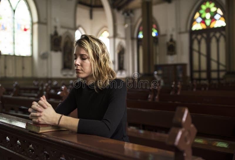 Kobiety religii Siedzący Kościelny pojęcie obraz royalty free