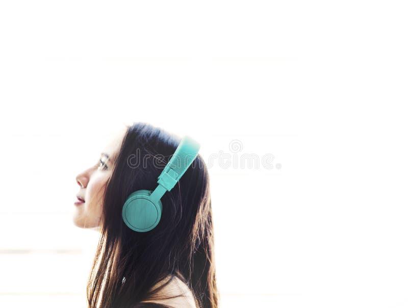 Kobiety rozrywki relaksu Słuchający Muzyczny Medialny pojęcie obraz royalty free