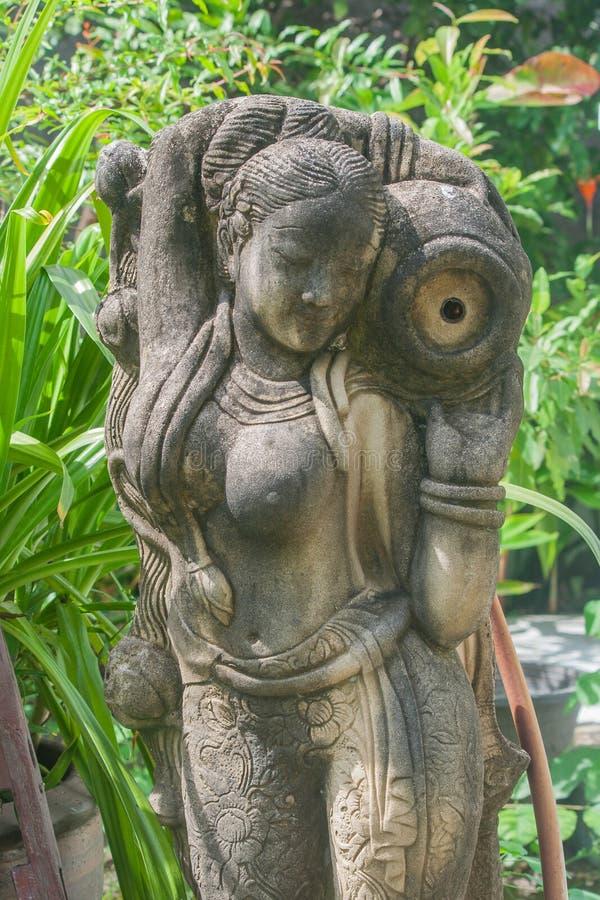 Kobiety rzeźba dla ogrodowej dekoraci zdjęcie royalty free