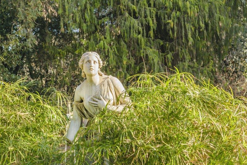 Kobiety rzeźba przy willą Borghese, Rzym, Włochy obraz royalty free