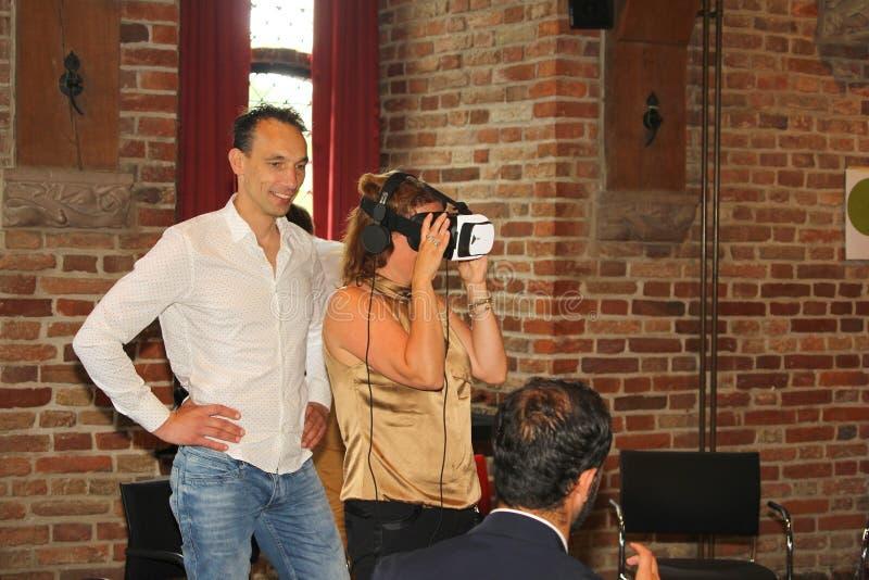 Kobiety rzeczywistości wirtualnej szkła, holandie obrazy royalty free