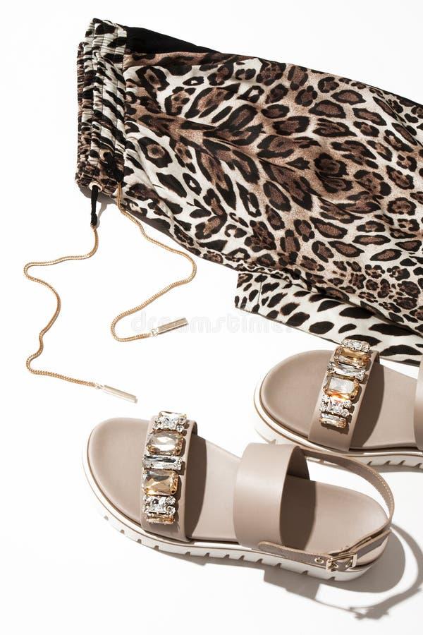Kobiety ` s leggings i sandały fotografia stock