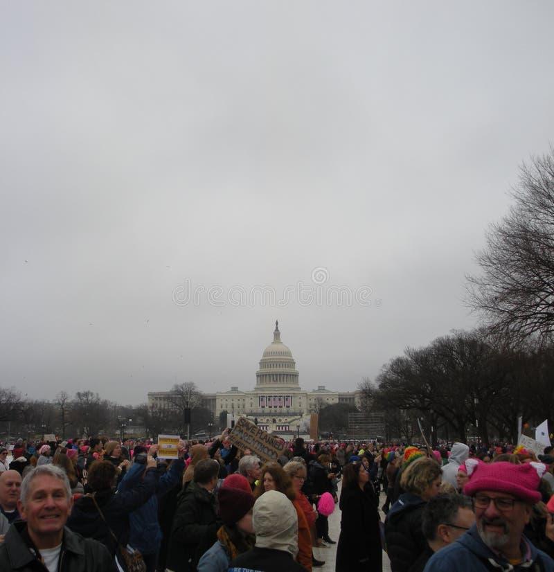 Kobiety ` s Marzec, protestujący Tłoczący się na Krajowym centrum handlowym, USA Capitol, Save Planował rodzicielstwo, -NOTMYPRES zdjęcia stock