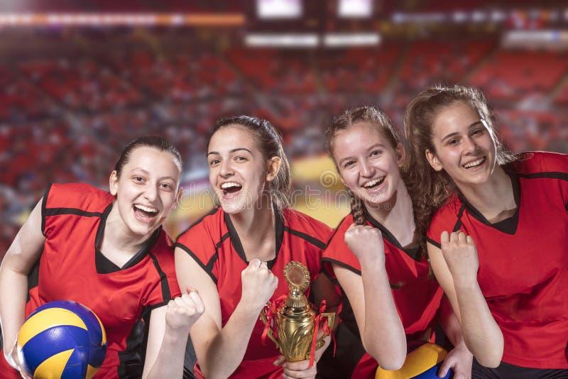 Kobiety siatkówki gracze świętuje zwycięstwo i złotego medal obrazy royalty free