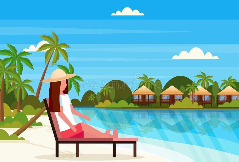 Kobiety siedzącego słońca holu łóżkowy krzesło na tropikalnych wyspy willi bungalowu hotelu plaży nadmorski zieleni palmach kszta ilustracja wektor