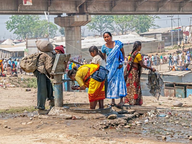 Kobiety społeczeństwa klepnięciem, Kumbh Mela obraz royalty free