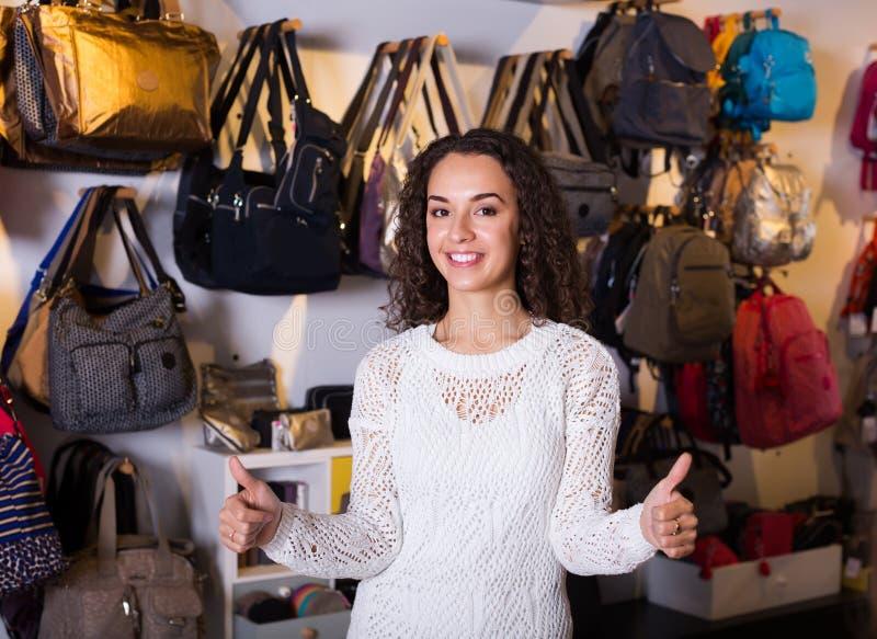 Kobiety sprzedawania torby i portfle fotografia stock