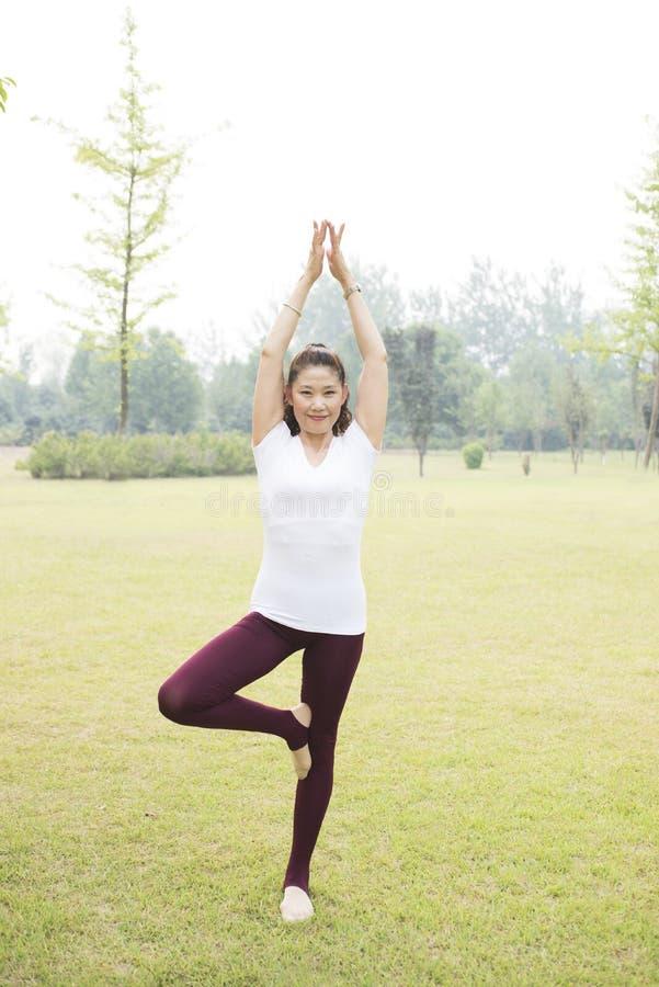 kobiety starszy joga zdjęcie stock