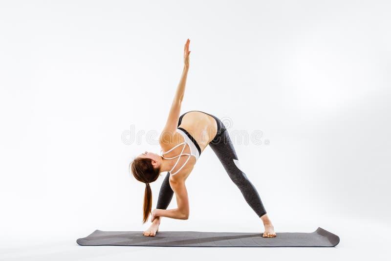 Kobiety szkolenie na pochylonych mięśniach zdjęcie royalty free