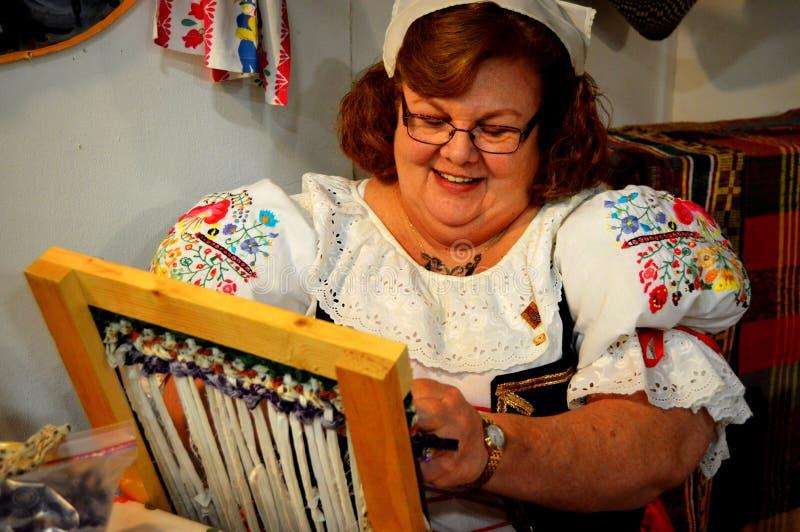 Kobiety tkactwo zdjęcie stock