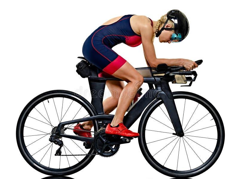 Kobiety triathlon triathlete ironman atlety cyklisty kolarstwo odizolowywał białego tło obrazy royalty free