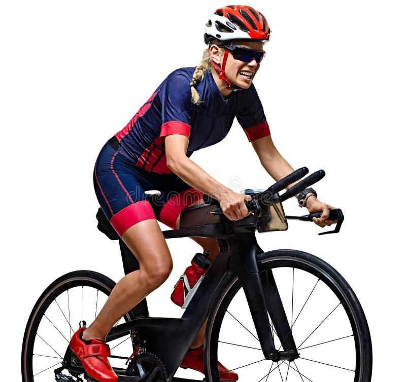 Kobiety triathlon triathlete ironman atlety cyklisty kolarstwo odizolowywał białego tło zdjęcia stock