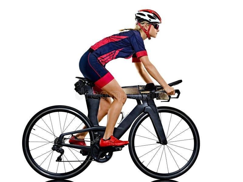 Kobiety triathlon triathlete ironman atlety cyklisty kolarstwo odizolowywał białego tło obrazy stock