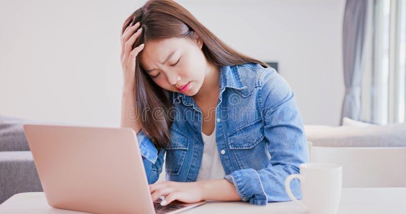 Kobiety use komputerowa praca obrazy stock