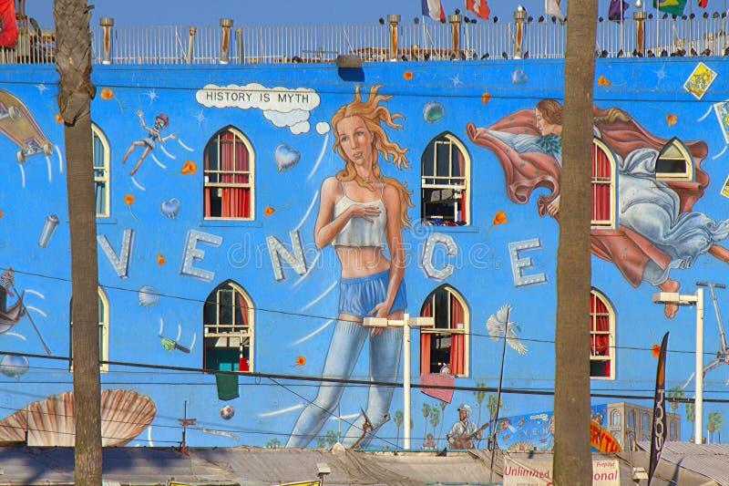 Kobiety w rozprucia Cronk malowidle ściennym, Wenecja plaża obrazy stock