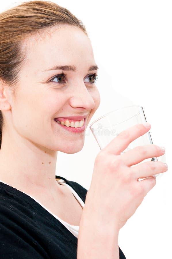 Kobiety woda pitna przeciw białemu tłu obraz royalty free