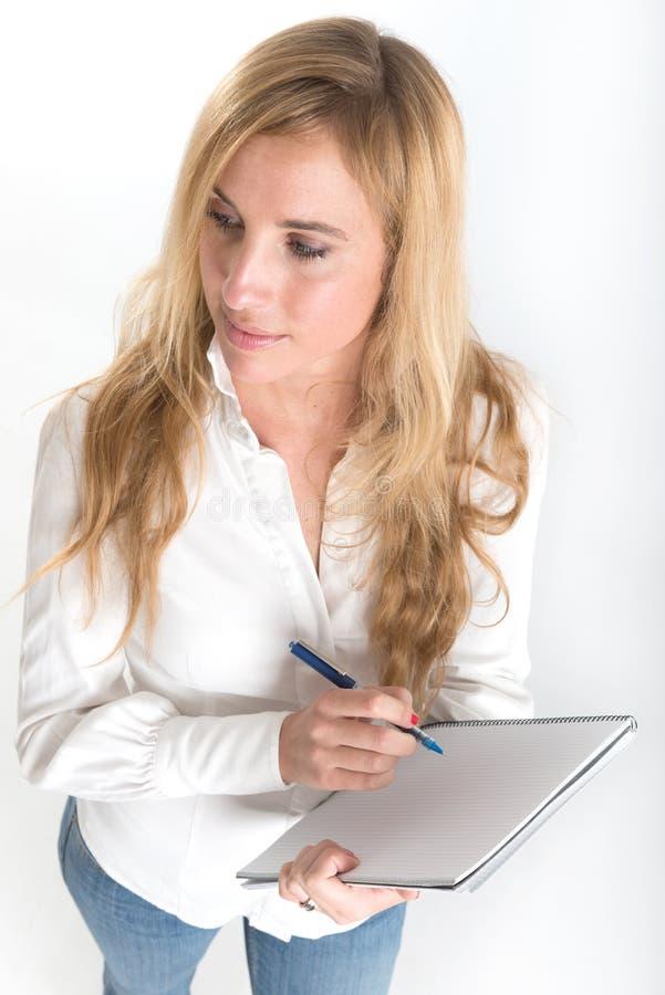 Kobiety writing na notatniku zdjęcie stock