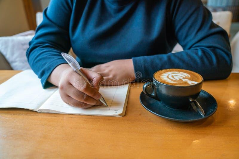 Kobiety writing notatki obrazy royalty free