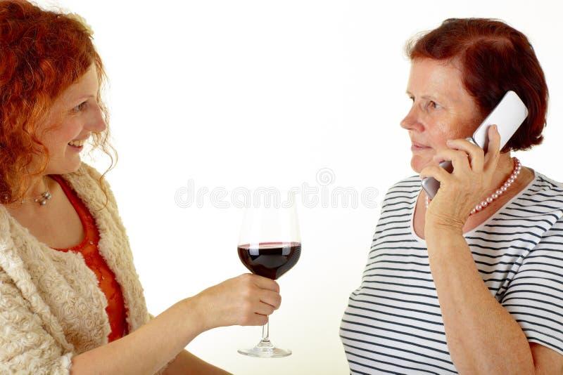 Kobiety z czerwonym winem zdjęcia royalty free