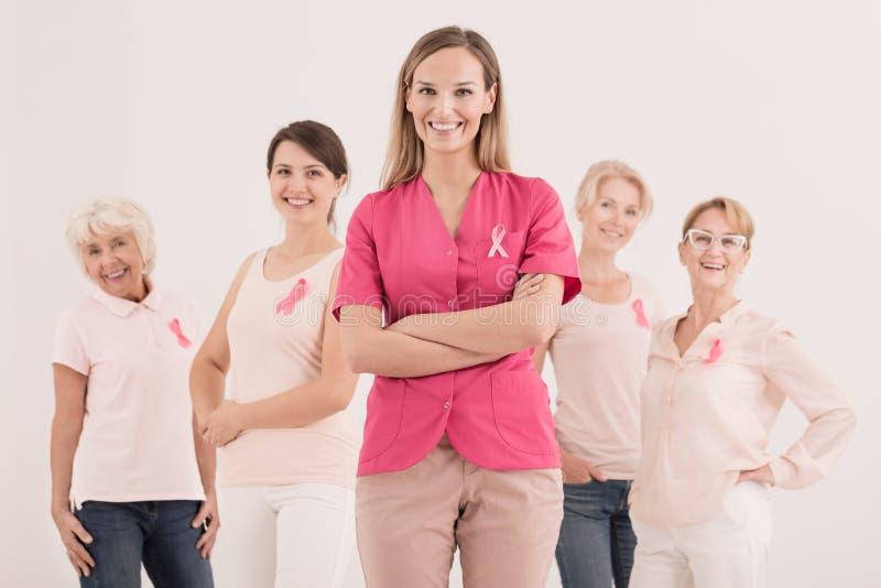 Kobiety z różowymi faborkami obrazy stock