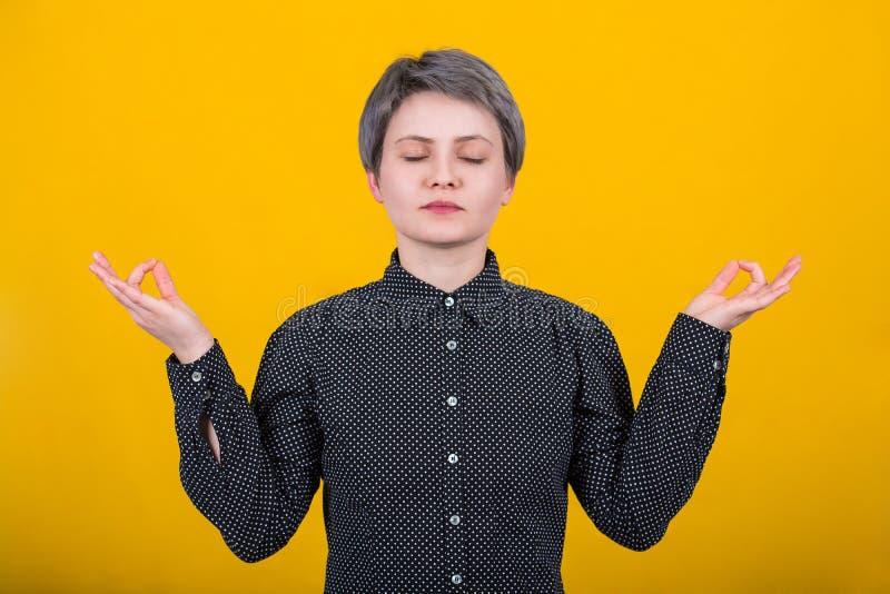 Kobiety zen gest obrazy royalty free