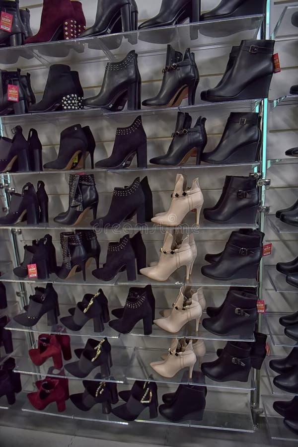 Kobiety zimy i jesieni butów sklep zdjęcia royalty free